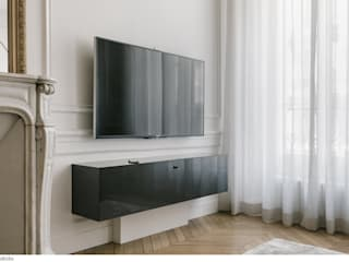 Du mobilier sur mesure pour que rien ne traine: Salon de style de style Minimaliste par claire Tassinari