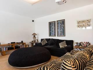 Cactus Arquitetura e Urbanismo Mediterranean style living room