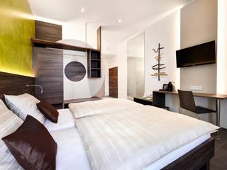 Minimalist bedroom by Horst Steiner Innenarchitektur Minimalist