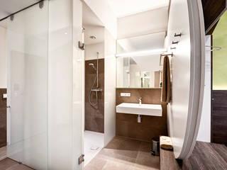 Horst Steiner Innenarchitektur Banheiros minimalistas