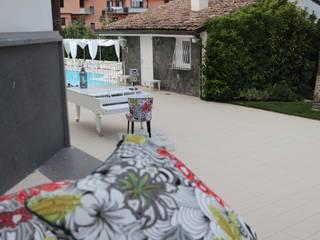 Reevèr One Home Balcones y terrazas de estilo moderno Negro
