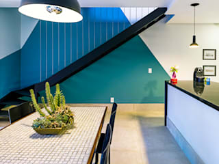 Industrial style corridor, hallway and stairs by Studio ML Industrial