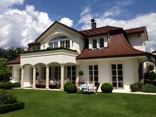 Gartenansicht: klassische Häuser von Baumeister Andreas Hofer - Architektur