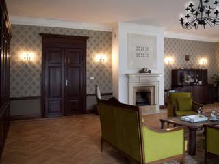 Projekt wnętrz dworu: styl , w kategorii Salon zaprojektowany przez Projektant wnętrz Michał Hoffmann