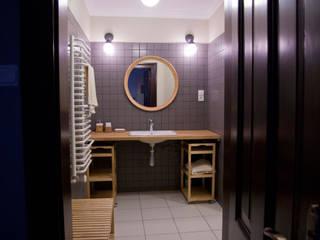 Projekt wnętrz dworu: styl , w kategorii Łazienka zaprojektowany przez Projektant wnętrz Michał Hoffmann