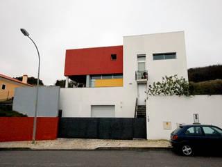 現代房屋設計點子、靈感 & 圖片 根據 Borges de Macedo, Arquitectura. 現代風