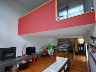 现代客厅設計點子、靈感 & 圖片 根據 Borges de Macedo, Arquitectura. 現代風