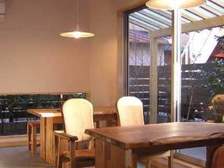 Days  Cafe: アース・アーキテクツ一級建築士事務所が手掛けたダイニングです。