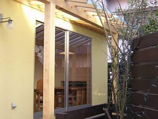 Days  Cafe: アース・アーキテクツ一級建築士事務所が手掛けた木造住宅です。
