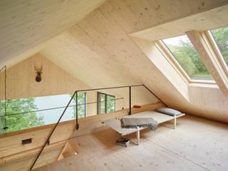 Dachboden:  Wohnzimmer von Backraum Architektur