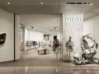 Nuova Illuminazione per Dazzle - Shanghai Negozi & Locali commerciali moderni di Rossi Lighting Design Moderno