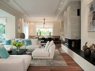 Haus am See: moderne Wohnzimmer von GABRIELA RAIBLE® INNENARCHITEKTUR