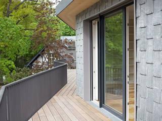 Balkonband 2.OG:  Terrasse von Ziegert | Roswag | Seiler Architekten Ingenieure