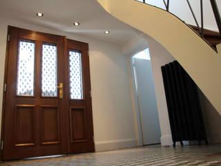 Eingang und Treppenhaus in Die Design Fabrik von Die Design Fabrik