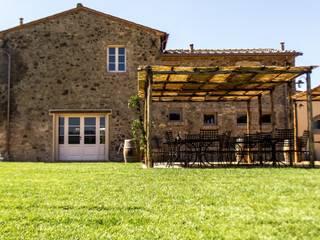 Projekty, rustykalne Domy zaprojektowane przez Studio Luppichini