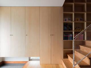 Modern Corridor, Hallway and Staircase by 萩原健治建築研究所 Modern