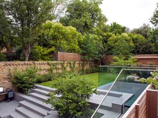 A City Garden Moderne tuinen van Bowles & Wyer Modern