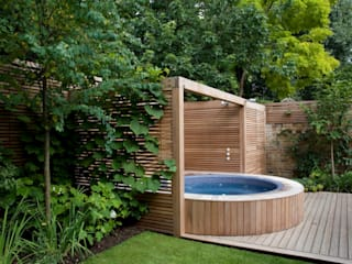 A City Garden Modern Garden by Bowles & Wyer Modern