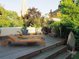 A private garden in West Hampstead, London by Bowles & Wyer Eclectic