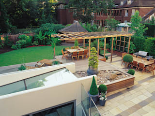 A private garden in West Hampstead, London Eclectic style garden by Bowles & Wyer Eclectic