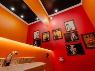 LOJA DE CONVENIÊNCIA: Banheiros  por ND HAUS