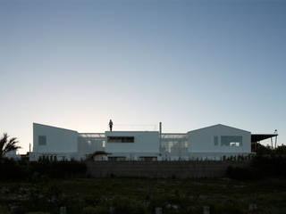 Maisons de style  par PLANTA / Ana Rascovsky Arqs., Moderne