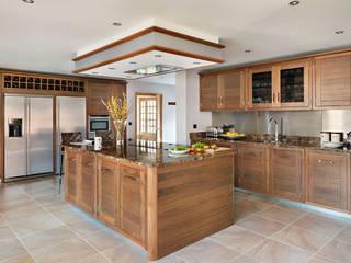 Grosvenor | Walnut And Marble Elegance Moderne Küchen von Davonport Modern Holz Holznachbildung
