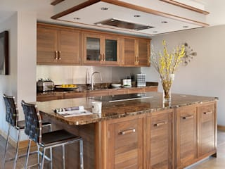 Grosvenor | Walnut And Marble Elegance Davonport ห้องครัว ไม้ Brown