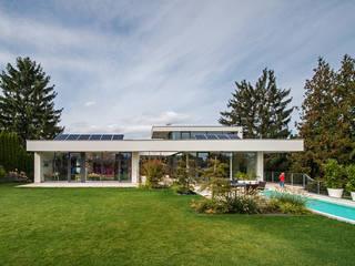 Atriumhaus in Wien 1130: moderne Häuser von Studio Berner.Stolz Architekten ZT-OG