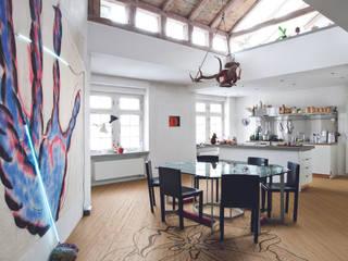 Colora la tua casa con i parquet decorati da Ronald Van Der Hilst di Xilo1934 Rustico