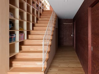 Modern Corridor, Hallway and Staircase by 萩原健治建築研究所 Modern