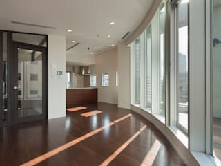 リビングダイニング: K2・PLAN 株式会社本多建築設計事務所が手掛けたリビングです。