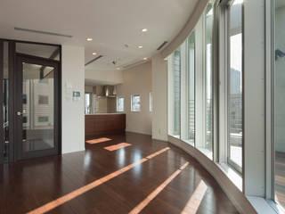 TKプロジェクト モダンデザインの リビング の K2・PLAN 株式会社本多建築設計事務所 モダン