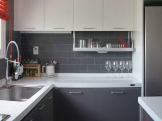 33평형 모던 아파트 인테리어: 마르멜로디자인컴퍼니의  주방,모던