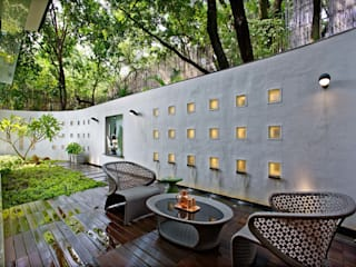 Nest - Private residence at Koregaon Park Modern balcony, veranda & terrace by TAO Architecture Pvt. Ltd. Modern