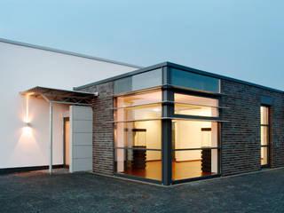 Design- und Produktionsstätte für Edelstahlschmuck - Ernstes Design:  Häuser von LINDSCHULTE Ingenieure + Architekten