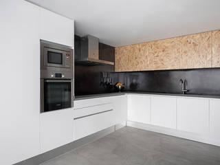 Minimalist kitchen by negrosobreazul Minimalist
