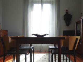 Cumeada Salas de estar ecléticas por Consigo Interiores Eclético
