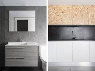 Minimalist bathroom by negrosobreazul Minimalist
