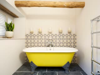 Dartmoor Farmstead:  Bathroom by Woodford Architecture and Interiors