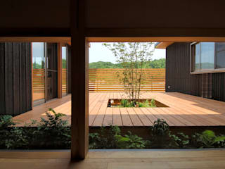 中庭を持つ高台のいえ 和風デザインの テラス の shu建築設計事務所 和風 木 木目調