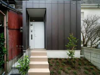 北側外観: 有限会社Y設計室が手掛けた家です。