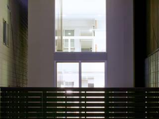 南側夜景: 有限会社Y設計室が手掛けた家です。