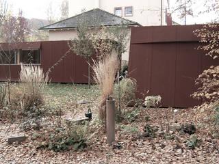 Das Atelier: rustikaler Garten von Farbica