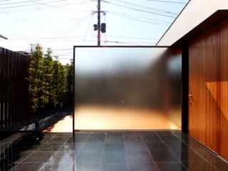 Casas de estilo moderno por 株式会社コヤマアトリエ一級建築士事務所
