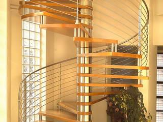 Marenaci: Works Ingresso, Corridoio & Scale in stile moderno di Marenaci Moderno