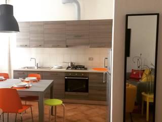 LOW_COST INTERIORS: Soggiorno in stile in stile Moderno di Aalpe Architetti
