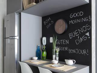 Cocinas modernas: Ideas, imágenes y decoración de SESSO & DALANEZI Moderno