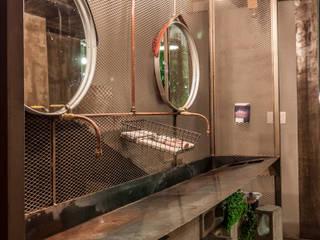 Baños de estilo  por SZTUKA  Laboratorio Creativo de Arquitectura
