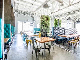 Comedores de estilo industrial por SZTUKA  Laboratorio Creativo de Arquitectura